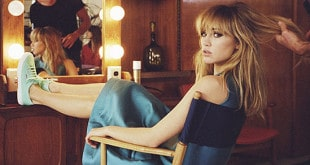 Suki Waterhouse collabora con Superga