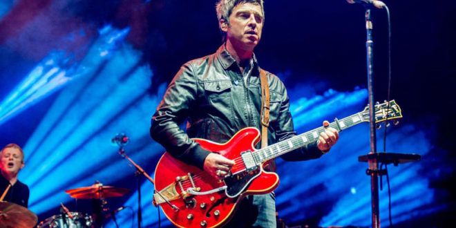 "Noel Gallagher's High Flying Bird: in radio da venerdì 20 aprile ""She Taught Me How To Fly"""